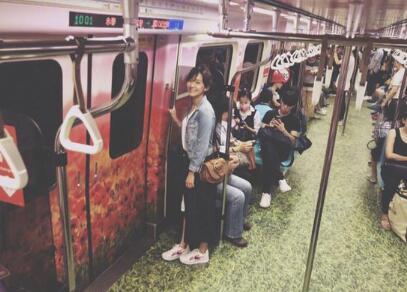 陈意涵搭地铁全程无人识 俯视拍照角度引网友猜疑
