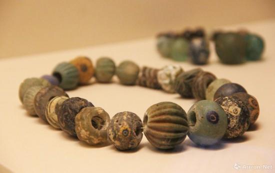 含蜻蜓眼的玻璃的珠串 公元前7世纪-公元前5世纪