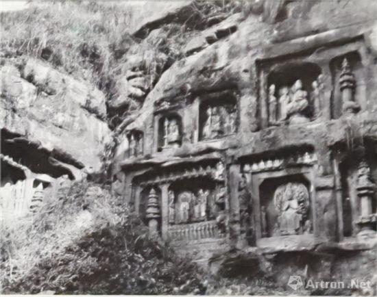 北山佛湾北区局部中国营造学社1940年(当时的北山石刻就这么暴露在荒山野外,没有任何遮挡和保护。)