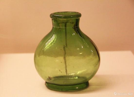 椭圆形绿玻璃瓶  隋代  高12.5cm   1957年西安李静训墓出土   中国国家博物馆藏