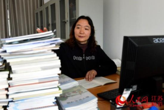 连云港小学教师王桂华:身患癌症仍坚持一线