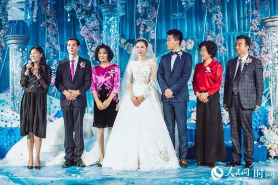 吴敏霞张效诚上海大婚:沪上夜如水,皎皎月如?#22330;?】