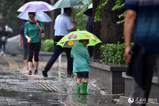 强降雨来袭 北京发布暴雨蓝色预警【6】