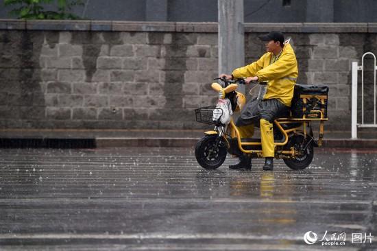 强降雨来袭 北京发布暴雨蓝色预警【8】