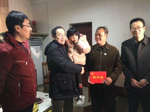 在江西抚州秀谷龙8官网农场慰问