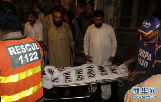 (国际)(1)巴基斯坦一政治集会遭自杀式爆炸袭击13人死亡