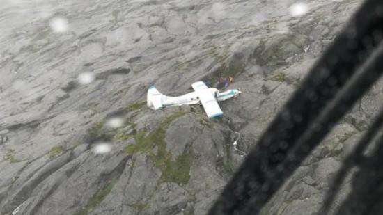 美国阿拉斯加山区一观光飞机坠落 机上人员全部生还