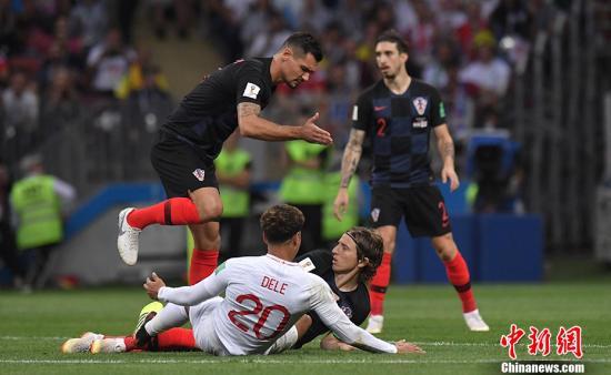 克罗地亚队则是第2次站在世界杯半决赛的赛场上,连续两场打满120分钟加点球大战对克罗地亚队的体力是一个很大的考验。 <a target='_blank'  data-cke-saved-href='http://www.chinanews.com/' href='http://www.chinanews.com/'><p  align=