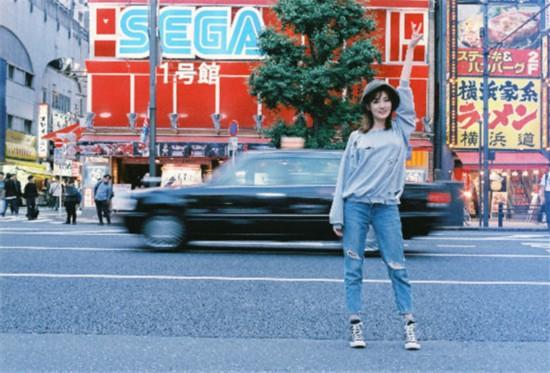 徐璐体验东京生活 当街起舞不亦乐乎