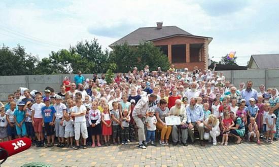 世界最大家庭!乌克兰耄耋老人拥有346个子孙(组图)