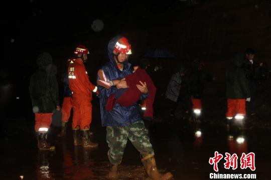 云南丽江突发泥石流50余名被困人员全部获救