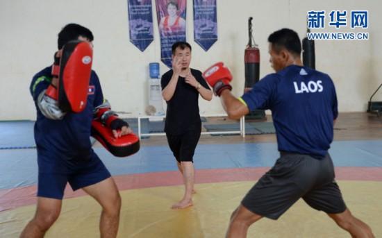 中国教练带领老挝武术散打队备战亚运会