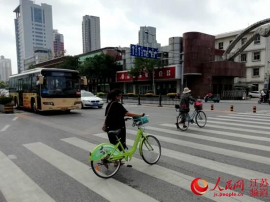 """江苏徐州:""""法礼融合""""打造城市交通文明新风"""