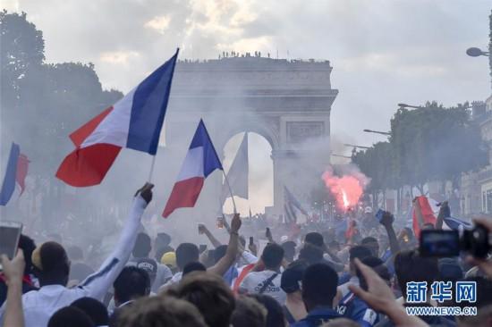 法国夺冠,巴黎狂欢