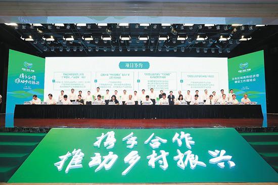 先后推动建立了粤桂黔高铁经济带合作试验区广东园、广西园和贵州园