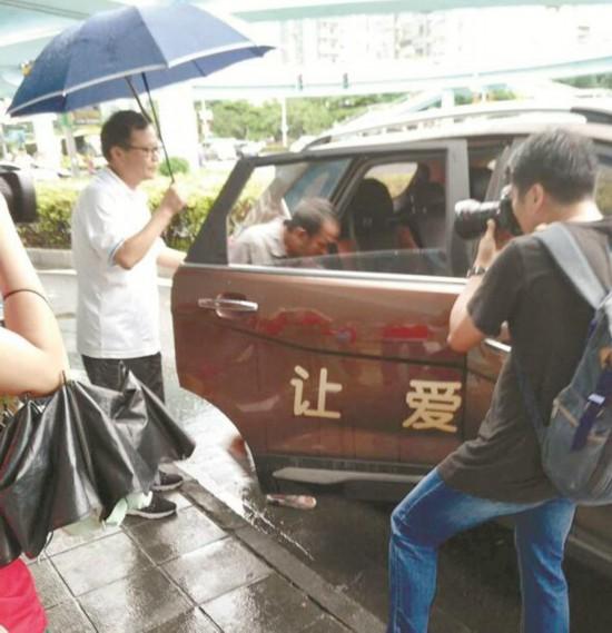 男子大学毕业后流浪16年 在东莞义务扫了10年大街