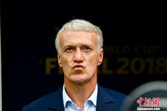 值得一提的是,法国队再次世界杯夺冠,法国队主帅德尚成为第三位作
