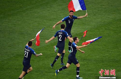 法国队在庆祝。<a target='_blank'  data-cke-saved-href='http://www.chinanews.com/' href='http://www.chinanews.com/'><p  align=