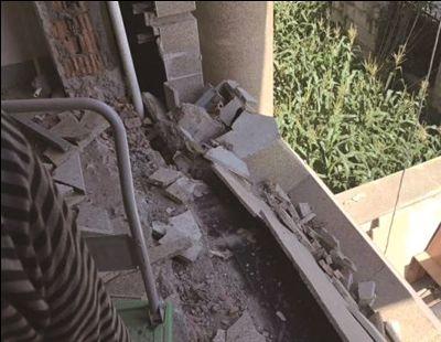 南通一别墅阳台突然坍塌两装修工人坠落受伤