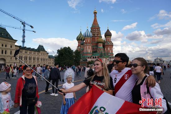 俄副总理:世界杯期间俄共接待超300万外国球迷