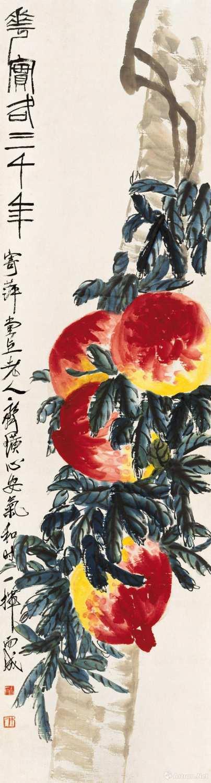齐白石《寿桃》  纸本设色?179x48.5cm?无年款 北京画院藏题款:花实各三千年。寄萍堂上老人齐璜心安气和时一挥而成。