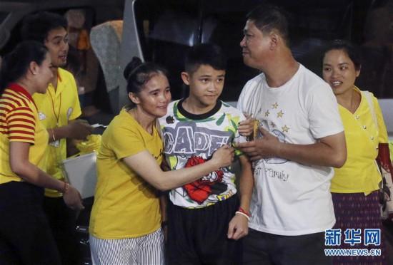 (外代一线)(13)泰国少年足球队山洞获救后首次露面