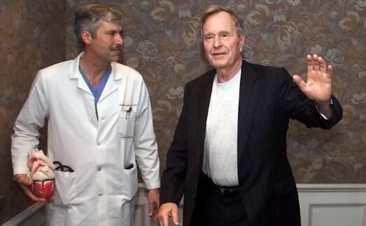 美国再发枪击案老布什心脏医生连中两枪不幸身亡