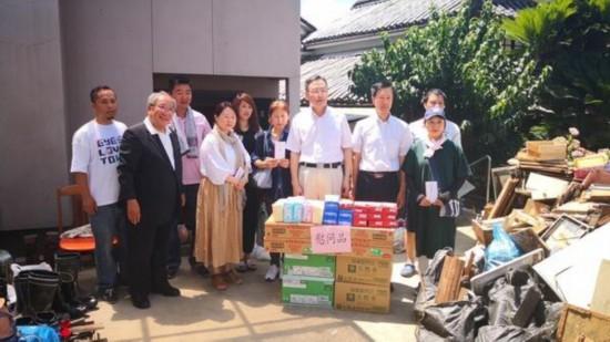 中国驻日本大阪总领事馆为暴雨灾区侨胞送温暖