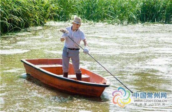 """常州54岁""""捞王""""护河清毒14年 每天弯腰千余次"""