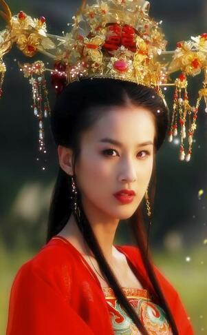 古装剧中戴珠冠的女星,杨幂三七惊艳,最后一位秒杀众人