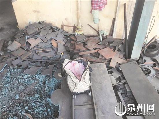 泉州:女婴竟被遗弃工厂门口 警方介入寻找女婴亲人