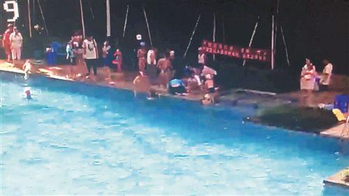 广西:退休护士2分多钟救活两名溺水儿童获赞
