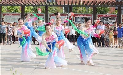 南通海安加大文化投入将传统艺术融入广场舞