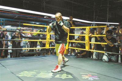 即将冲击职业拳击世界战 熊朝忠:年龄不是问题!