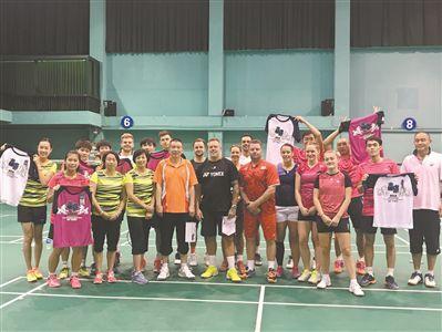 英格兰羽毛球队来广州备战羽毛球世锦赛