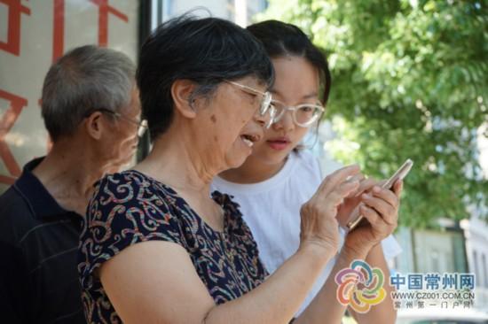 常州老人智能手机培训班开课 最大学员84岁