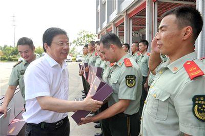 南通海安市委书记顾国标率队慰问驻地部队