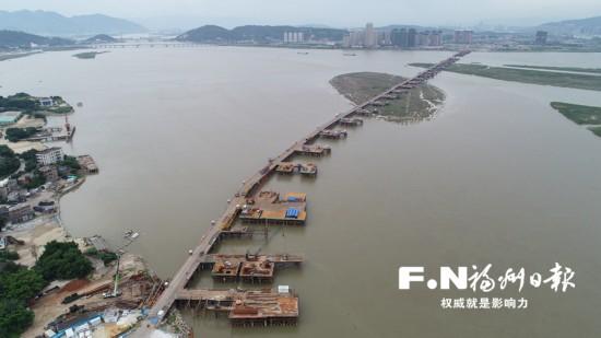 福州道庆洲大桥水下桩基施工全面展开 130多台钻机进场