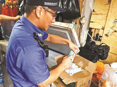 游商兜售老冰棍源自无照批发点 进价0.24元售价1元