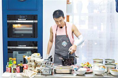《中餐厅2》不是厨艺速成班 白举纲:积极活力面对每一天
