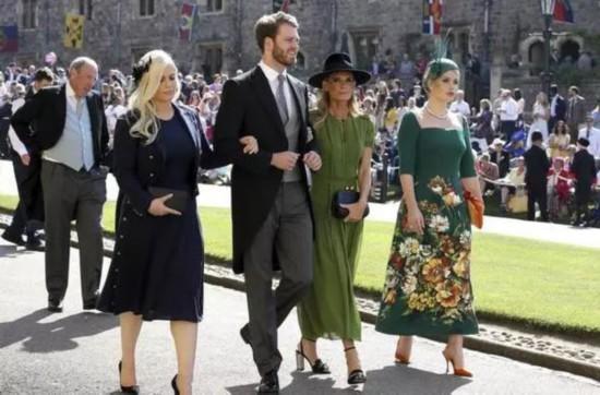 皇室礼帽输给了夏日草帽