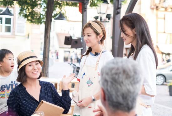 赵薇《中餐厅2》初开业智解难题 沙姜鸡升级大获好评