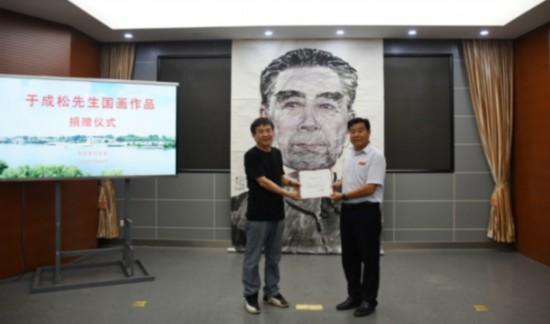 画家于成松向淮安周恩来纪念馆捐赠总理肖像画