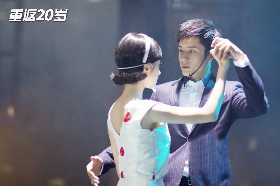 《重返20岁》收官 韩东君胡冰卿诠释大爱至上