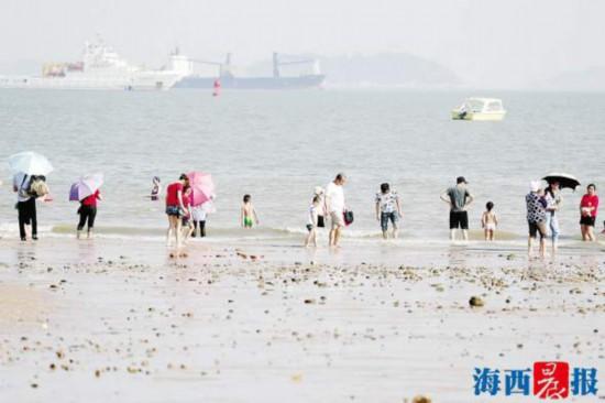 厦门人热跑了 外地客来避暑亲水项目十分火爆