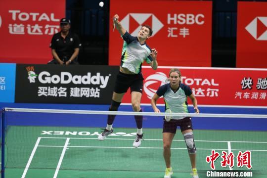 中国混双选手仅用35分钟就以2:0战胜俄罗斯选手叶夫根尼、叶夫根尼亚。官方供图