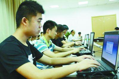 南京已有9000多人�竺���征入伍一半以上是大�W生