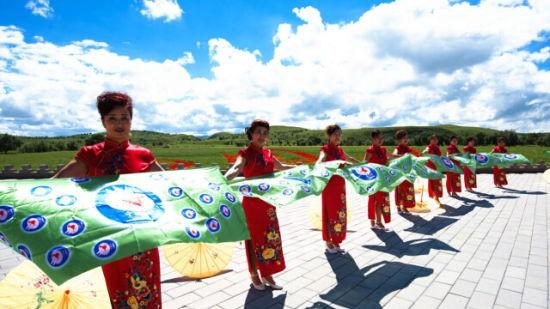 """根据仔细观察与思考中国梦的核心内涵,一个是""""实现中华民族伟大复兴"""""""