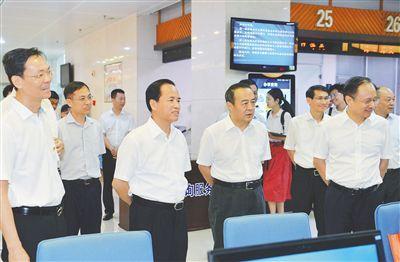 刘赐贵就加快自贸区制度创新调研时要求:以制度创新为核心 营造一流营商环境