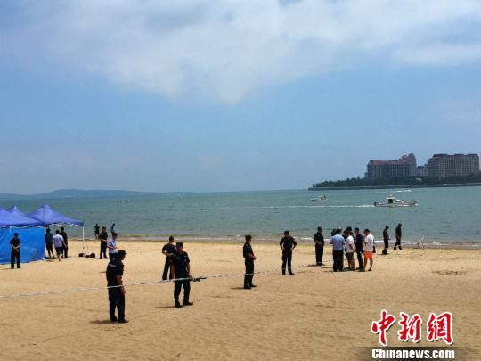 北京双胞胎姐妹青岛失踪家长确认大女儿溺亡(图)